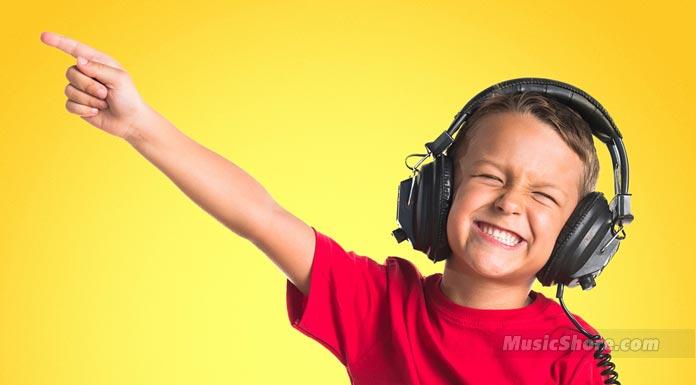 Діти слухають музику - Музичний берег